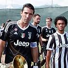 Gianluigi Buffon and Cuadrado in First Team: Juventus (2018)