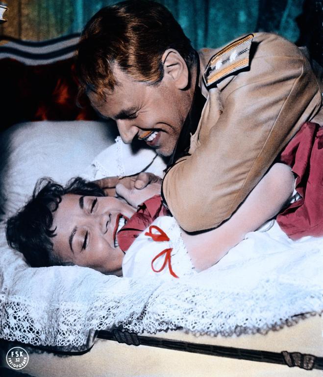Liselotte Pulver and O.W. Fischer in Helden (1958)