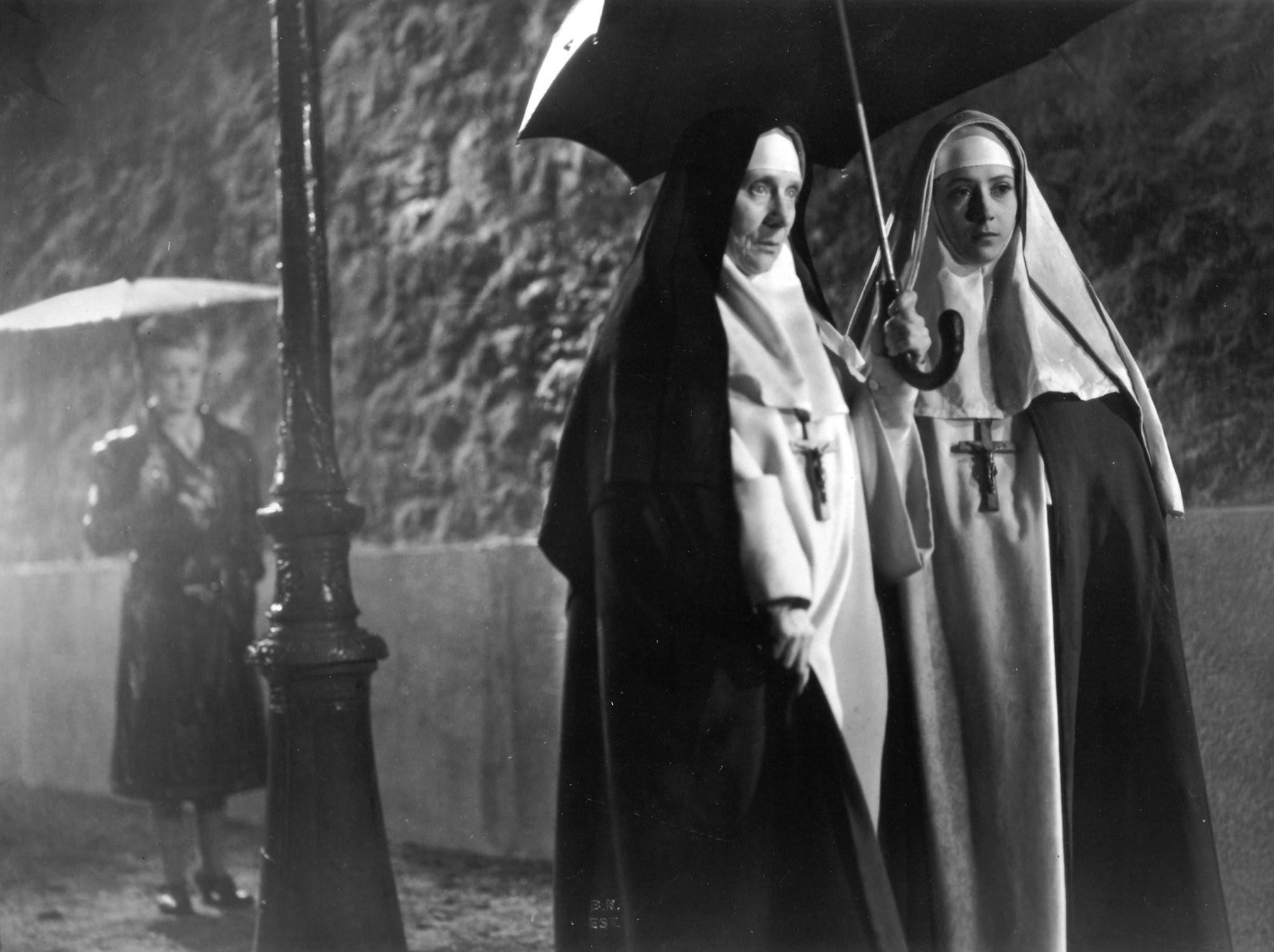Renée Faure and Sylvie in Les anges du péché (1943)