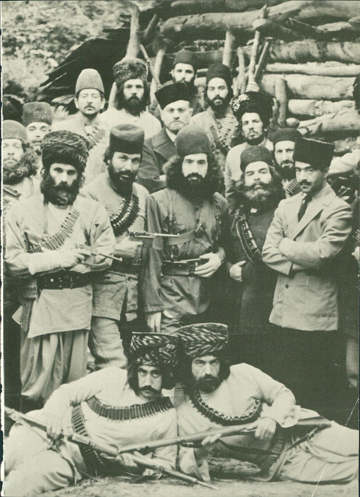 Enayat Bakhshi, Rouhollah Emami, Majid Entezami, Manuchehr Esmaili, Sami Tahasuni, Bahman Zarrinpour, Shahruz Ramtin, Ali Sabet, Kazem Afrandnia, Davoud Mavasaghi, Ali Sadeghi, Iraj Safdari, Valiollah Momeni, Shahrooz Malek Arayi, Khosro Amir Sadeghi, Amir Ghavidel, Hadi Meshkat, Nemat Afsharian, Shahab Askari, Yoosef Azari, and Siroos Ghahremani in Sardar-e jangal (1983)