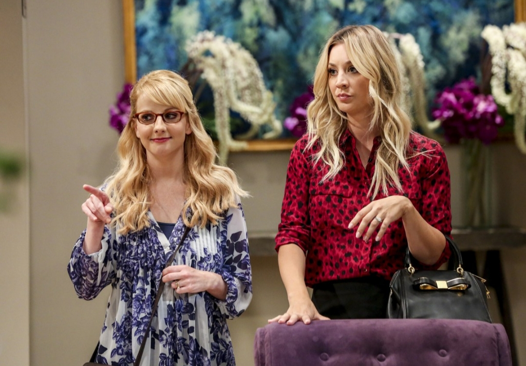 Kaley Cuoco and Melissa Rauch in The Big Bang Theory (2007)