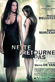 Sophie Marceau and Monica Bellucci in Ne te retourne pas (2009)