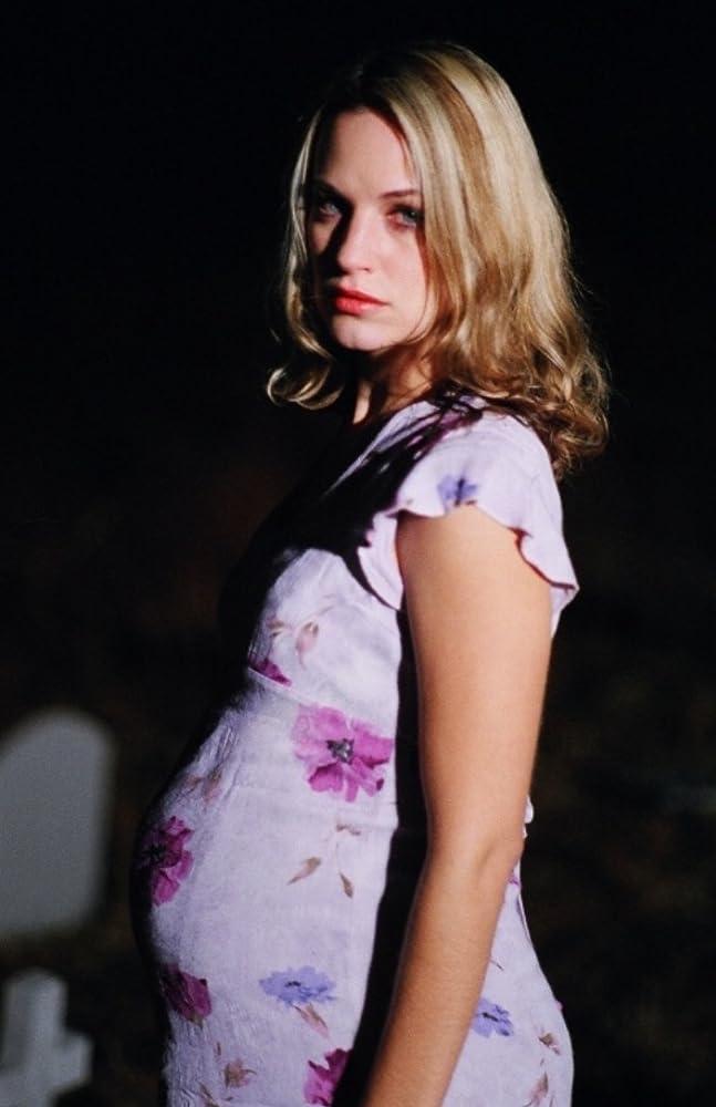 Kristi Clainos in Headhunter
