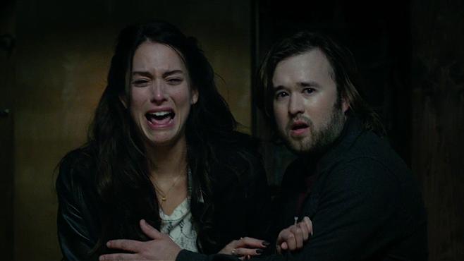 Haley Joel Osment dan Genesis Rodriguez dalam Tusk (2014)