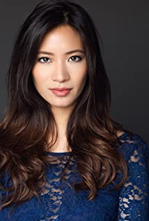 Chantal Thuy Picture