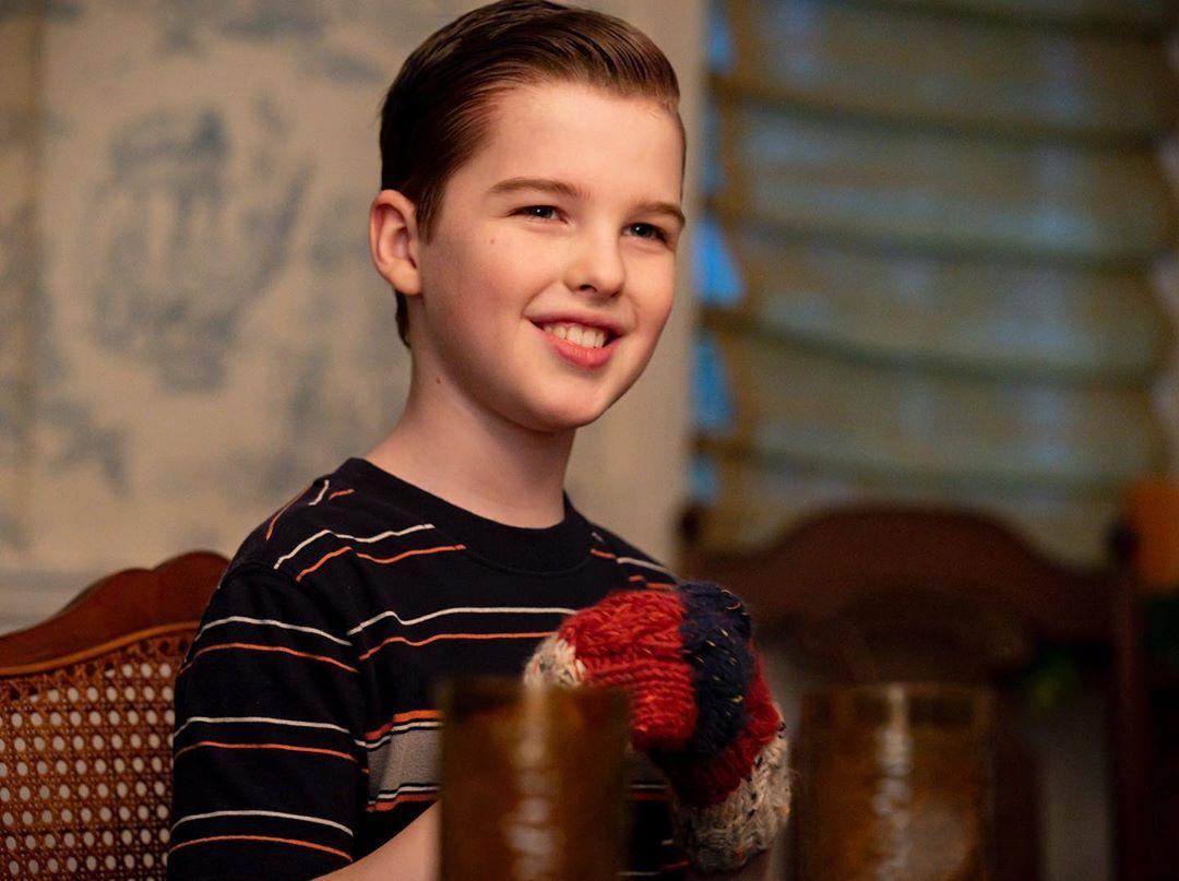 Joven Sheldon 3×18 – Un par de costillas magulladas y un detector de fantasmas de caja de cereales