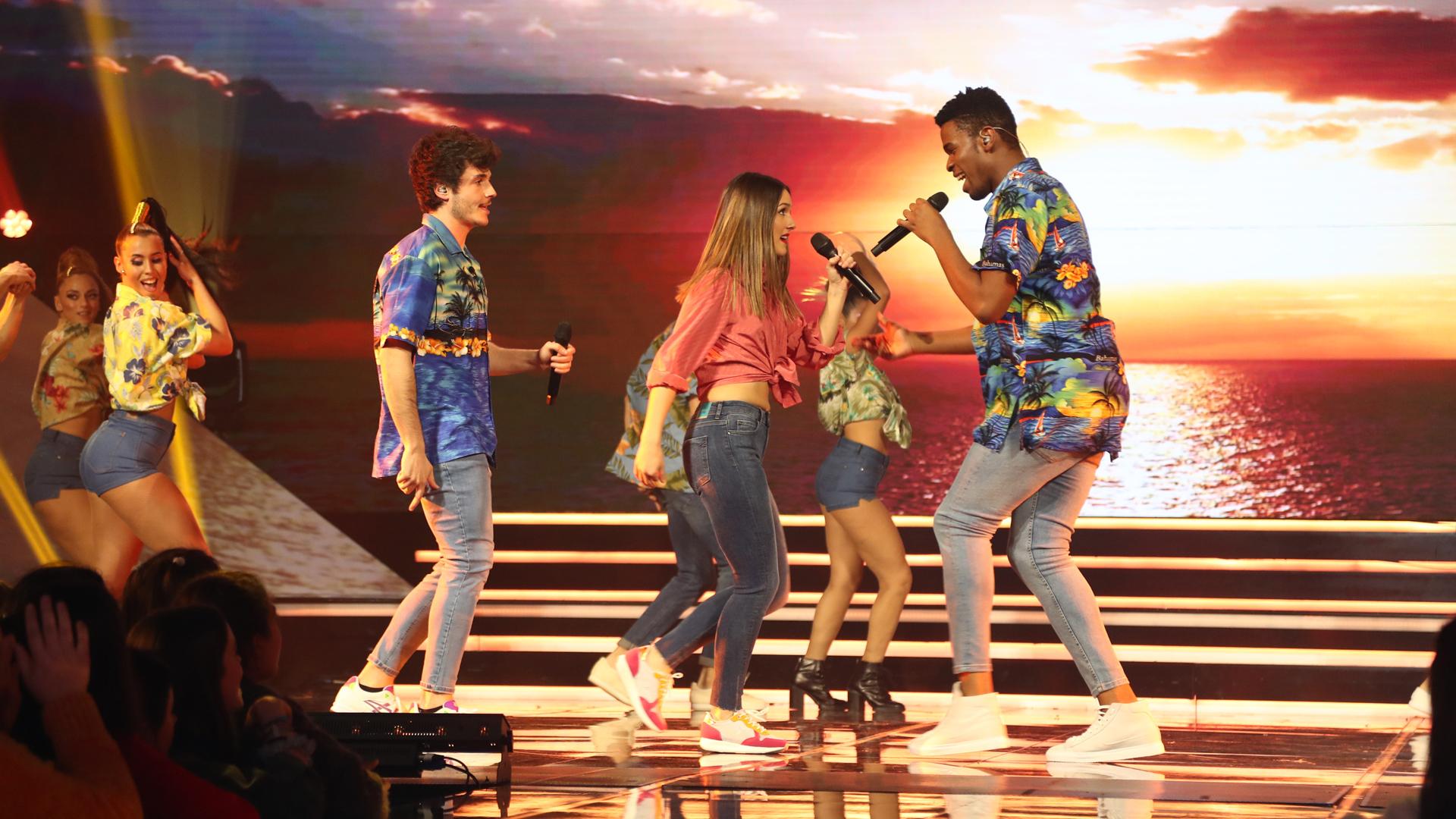 Famous, Miki Núñez, and Sabela Ramil in Operación triunfo (2001)