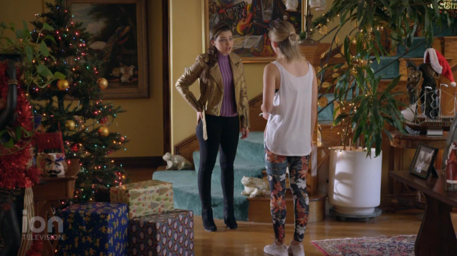 Anna Marie Dobbins and Nicolette Langley in Christmas Matchmakers (2019)
