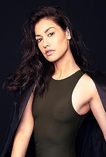 Janina Gavankar Picture