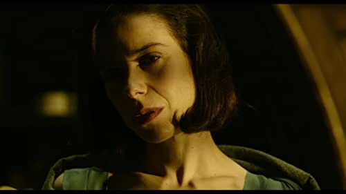 An other-worldly fairy tale, set against the backdrop of Cold War era America circa 1962. In the hidden high-security government laboratory where she works, lonely Elisa (Sally Hawkins) is trapped in a life of isolation. Elisa's life is changed forever when she and co-worker Zelda (Octavia Spencer) discover a secret classified experiment.