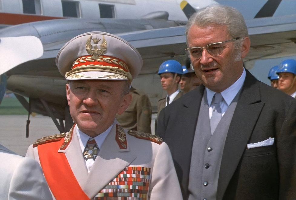 Frantisek Filipovský and Jirí Sovák in Pane, vy jste vdova! (1971)