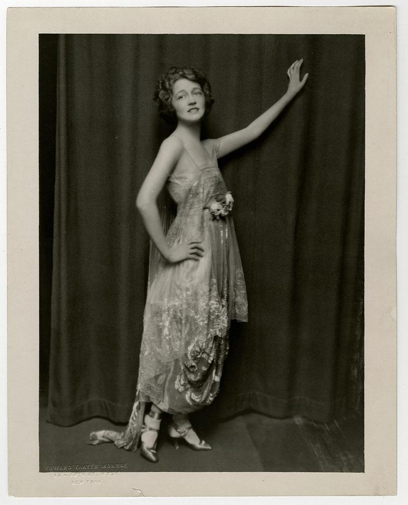 Janie Tienphosuwan,Mary Sinclair Sex pics Nilla Pizzi (1919?011),Rossana Di Lorenzo