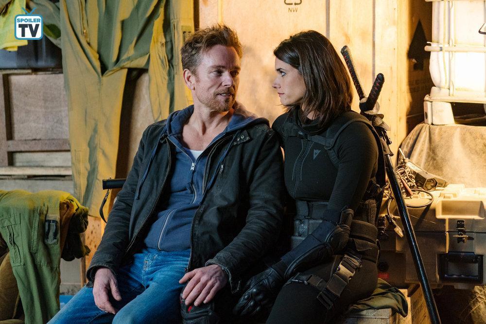 Jonathan Scarfe and Missy Peregrym in Van Helsing (2016)