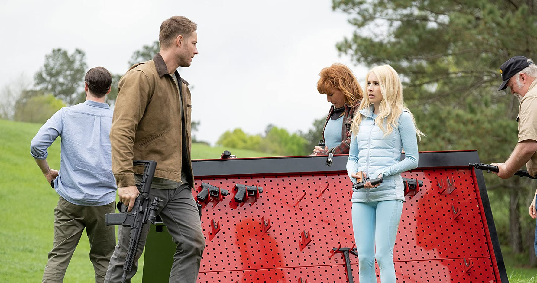 Ike Barinholtz, Wayne Duvall, Emma Roberts, Justin Hartley, and Kate Nowlin in The Hunt (2020)
