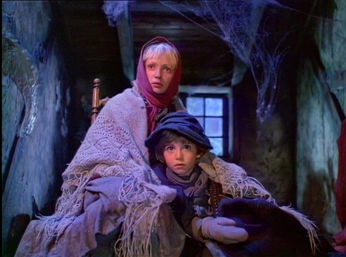 Tatyana Aksyuta and Kseniya Piryatinskaya in Skazka stranstviy (1983)