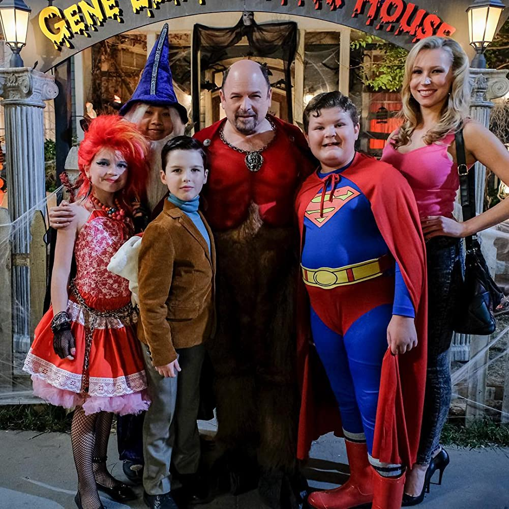 Jason Alexander, Wyatt McClure, Raegan Revord, Ryan Phuong, and Iain Armitage in Young Sheldon (2017)
