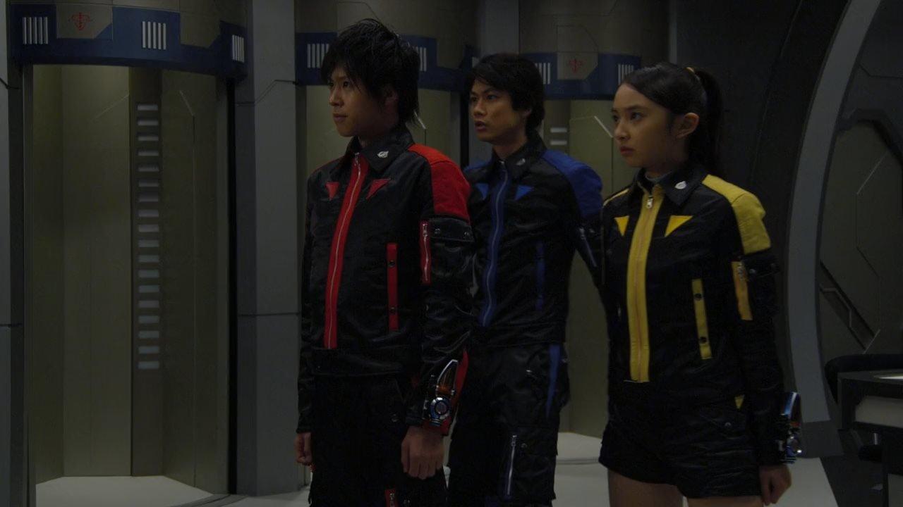 Ryôma Baba, Arisa Komiya, and Katsuhiro Suzuki in Tokumei Sentai Gôbasutâzu (2012)