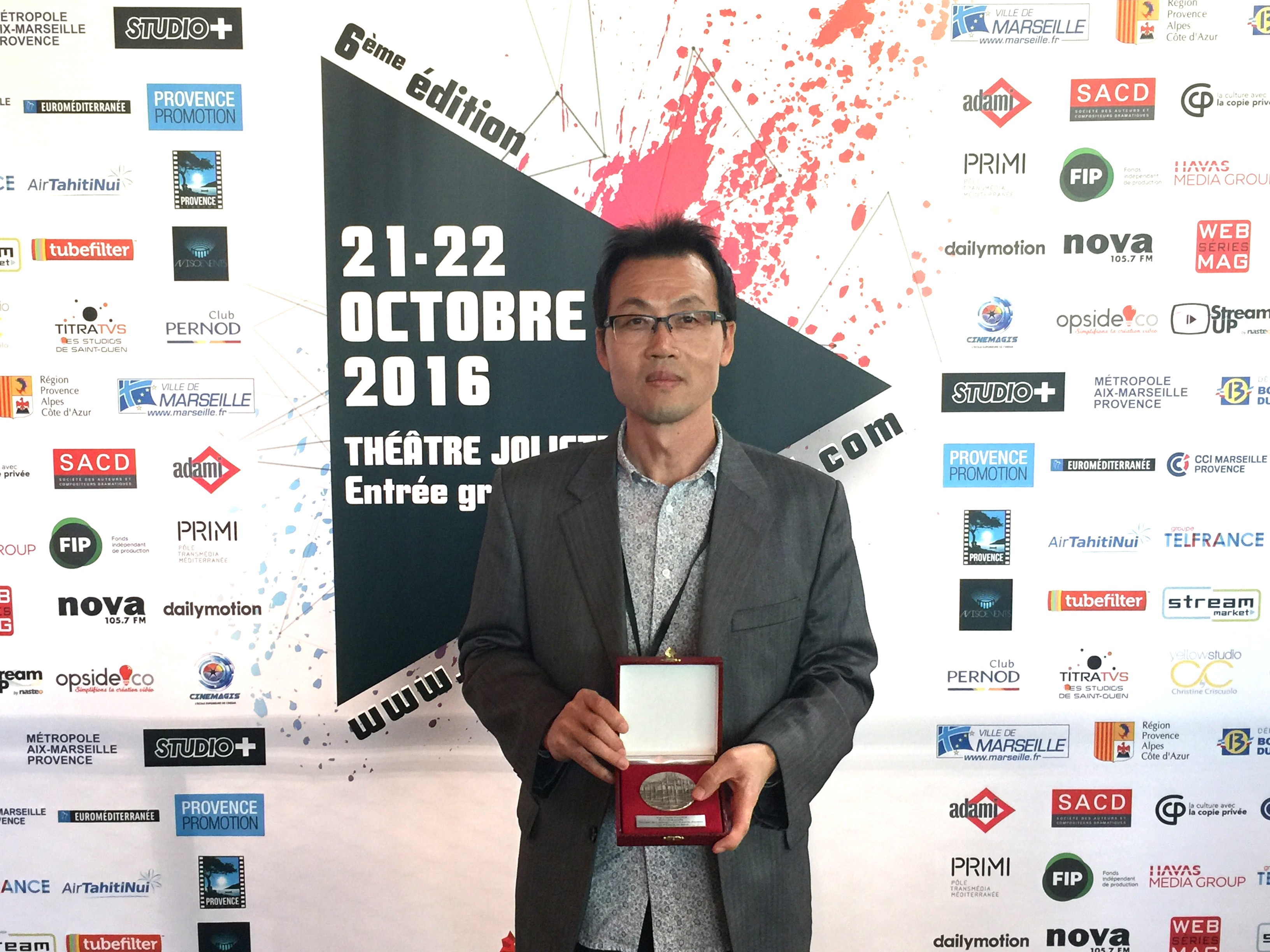 Mayer of City of Marseille, France (Culture Award) the 6th edition of Marseille Webfest 2016 at the opening ceremony in October 21, Young Man Kang was presented with the medal of the City of Marseille by Jean-Claude Gaudin, the Mayor of Marseille.