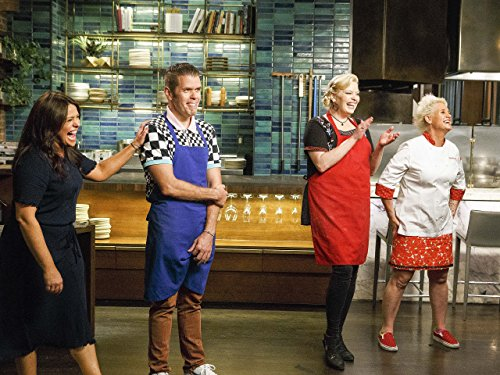 Perez Hilton, Melissa Peterman, Rachael Ray, and Anne Burrell in Worst Cooks in America (2010)