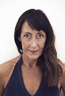 Kristina Leon Picture