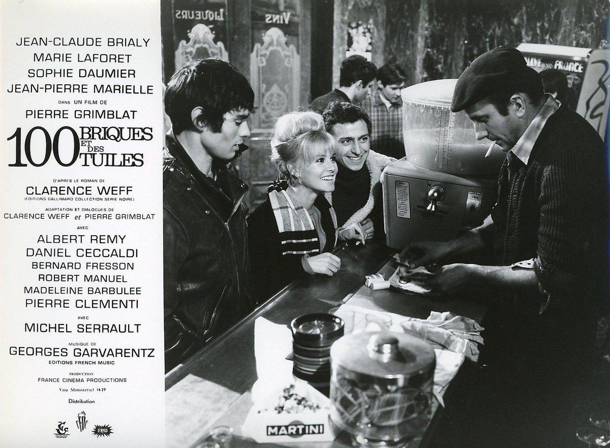 Daniel Ceccaldi, Pierre Clémenti, and Sophie Daumier in Cent briques et des tuiles (1965)