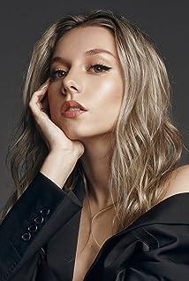 Ester Expósito Picture