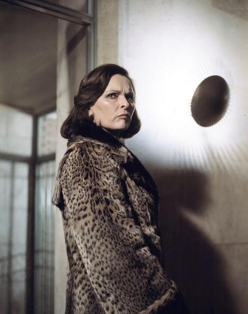 Lucia Bosè in La señora García se confiesa (1976)