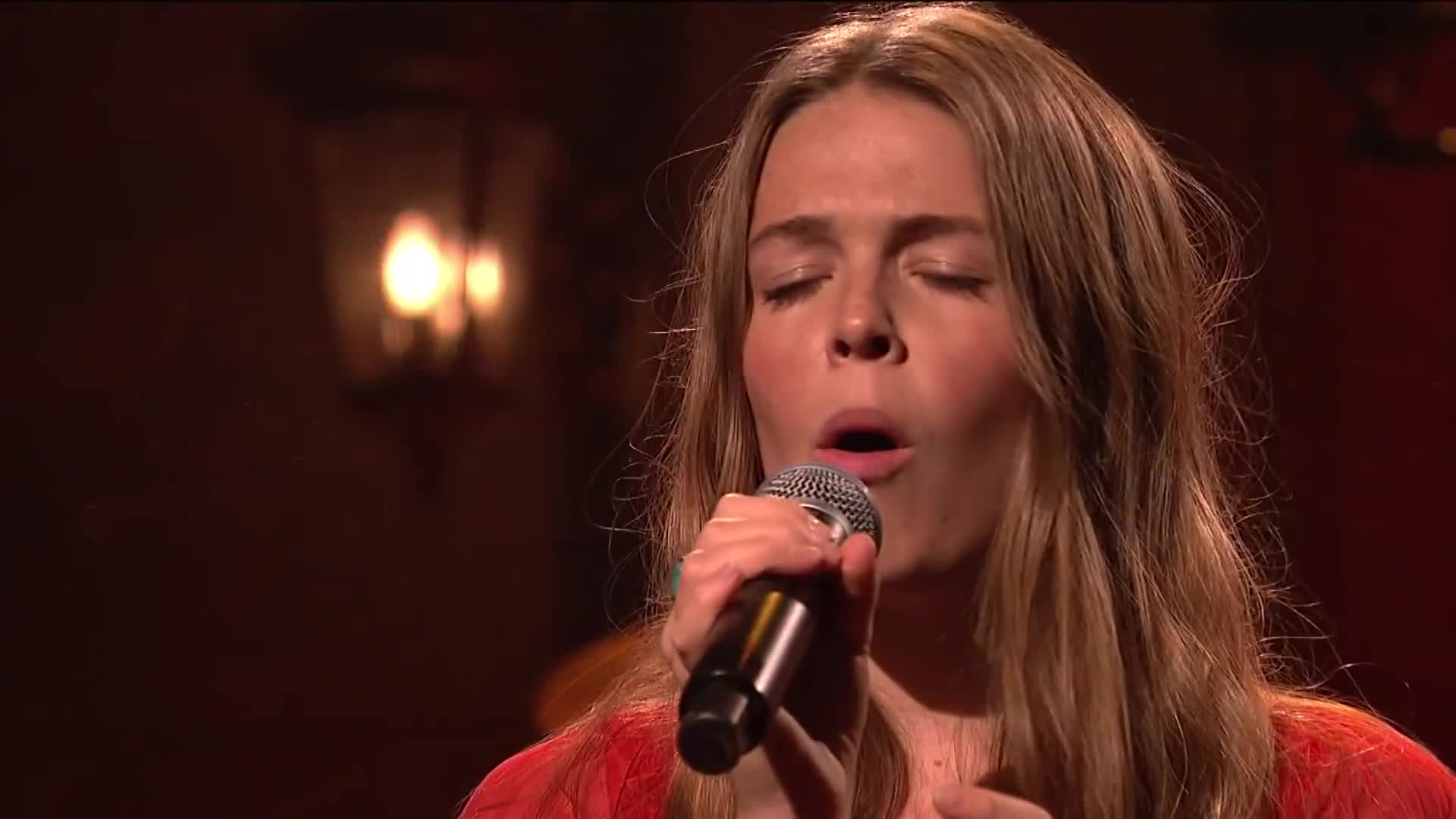 Maggie Rogers Performs Fallingwater On Snl