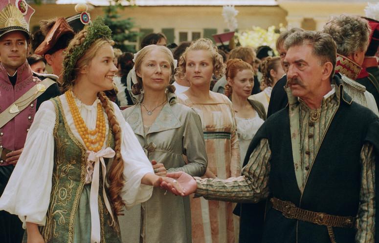 Alicja Bachleda, Ewa Konstancja Bulhak, Jerzy Trela, and Maria Mamona in Pan Tadeusz (1999)