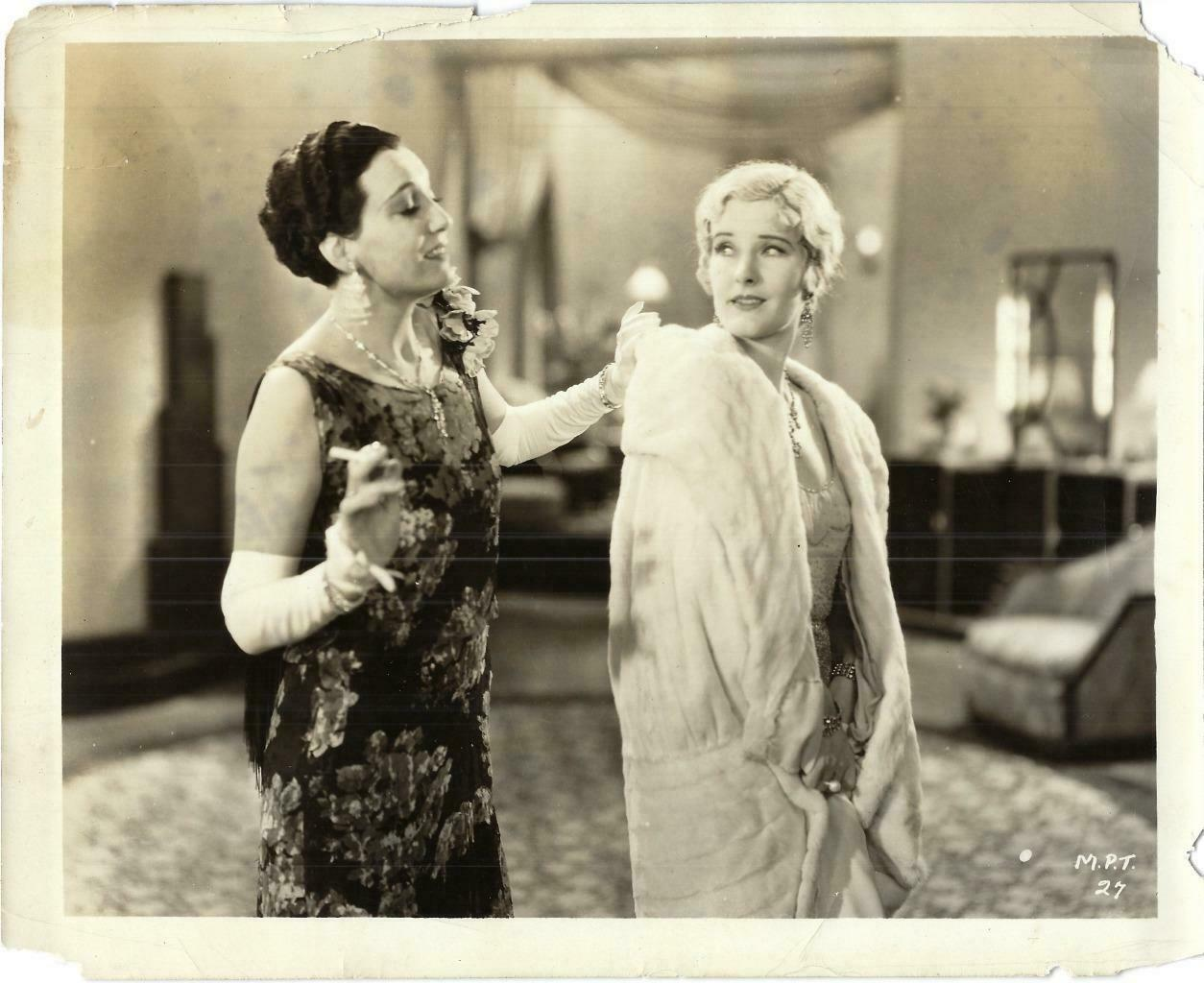 Catherine Dale Owen and Judith Vosselli in Today (1930)