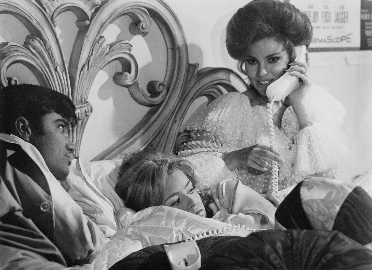 Raquel Welch, Farrah Fawcett, and Rex Reed in Myra Breckinridge (1970)