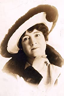 May Wallace Picture