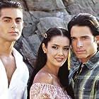 Ernesto D'Alessio, Marlene Favela, and Sebastián Rulli in Contra viento y marea (2005)