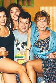 Maria Papalambrou, Nikoletta Vlavianou, Petros Filippidis, and Betty Nikolessi in O Petros kai ta koritsia tou (1994)
