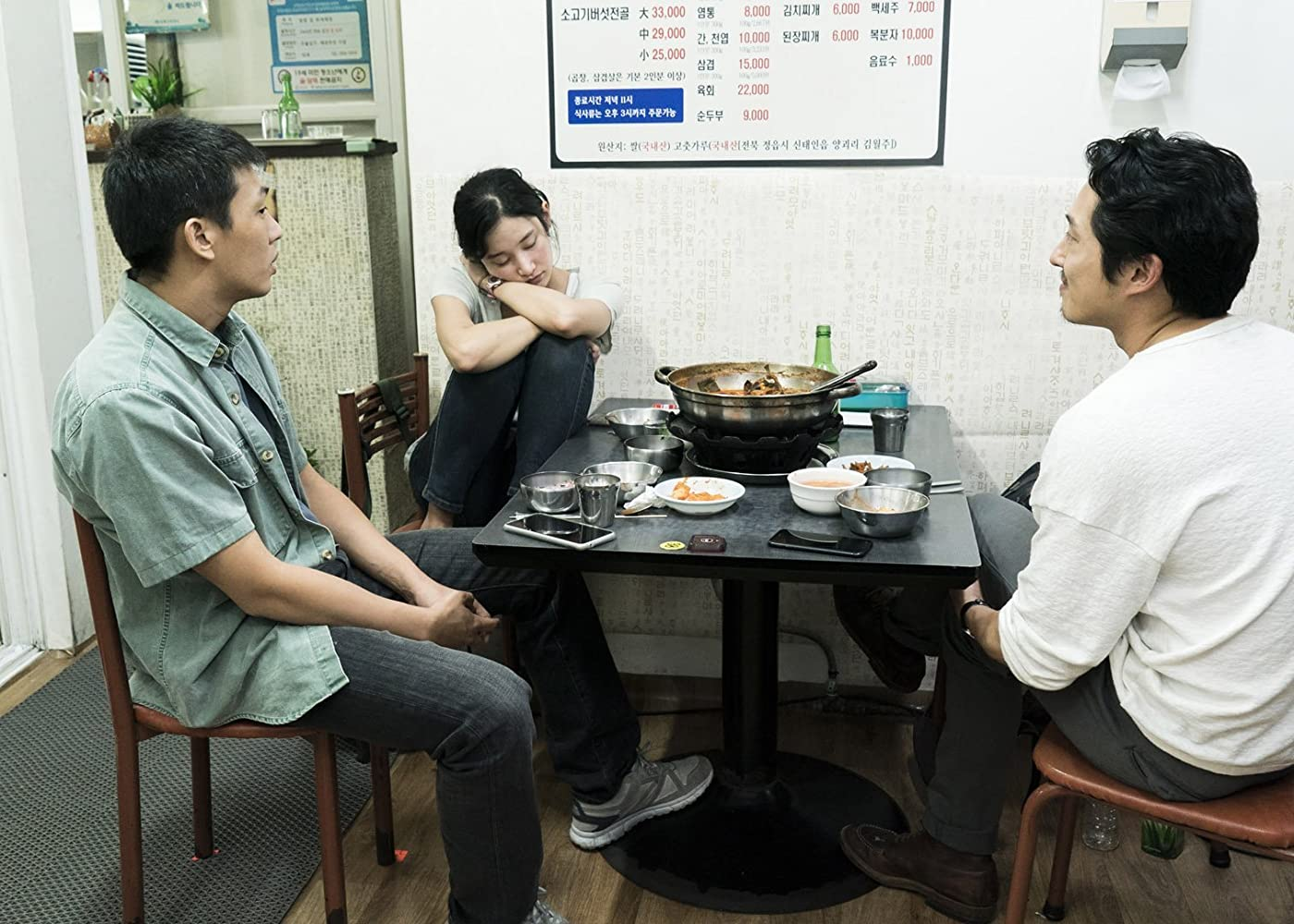 Ah-In Yoo, Steven Yeun, and Jong-seo Jeon in Beoning (2018)