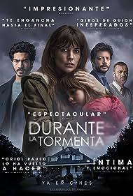 Javier Gutiérrez, Adriana Ugarte, Álvaro Morte, Chino Darín, and Luna Fulgencio in Durante la tormenta (2018)