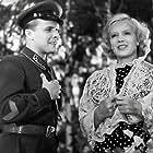 Marina Ladynina and Evgeniy Samoylov in V shest chasov vechera posle voyny (1944)