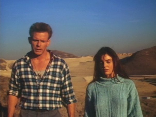 Tracy Scoggins e Marc Singer