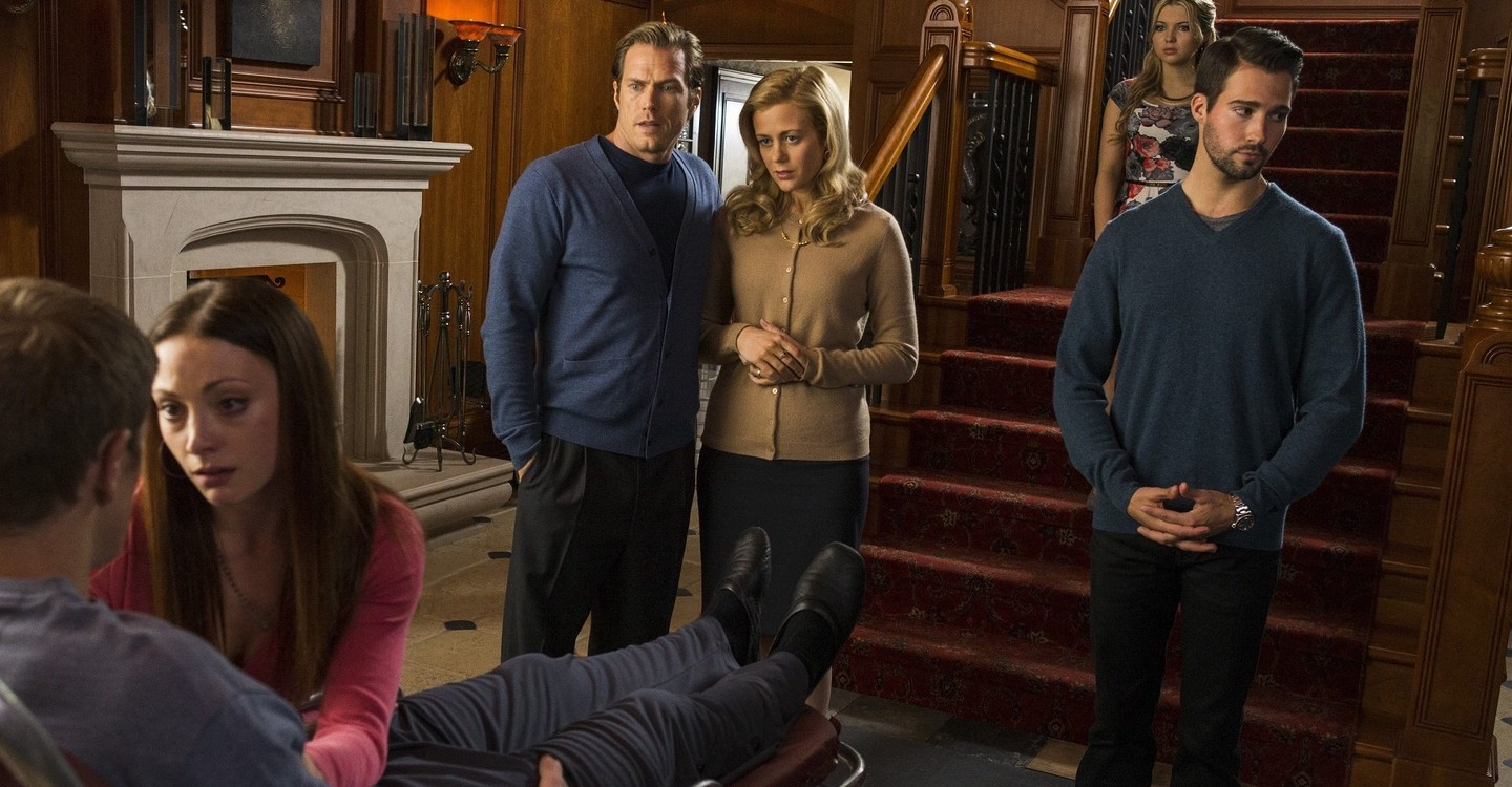Rachael Carpani, Jason Lewis, Samantha Hanratty, Leah Gibson, and James Maslow in Seeds of Yesterday (2015)
