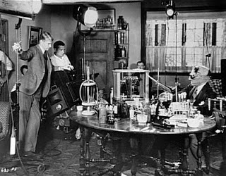Claude Rains and James Whale in The Invisible Man (1933)