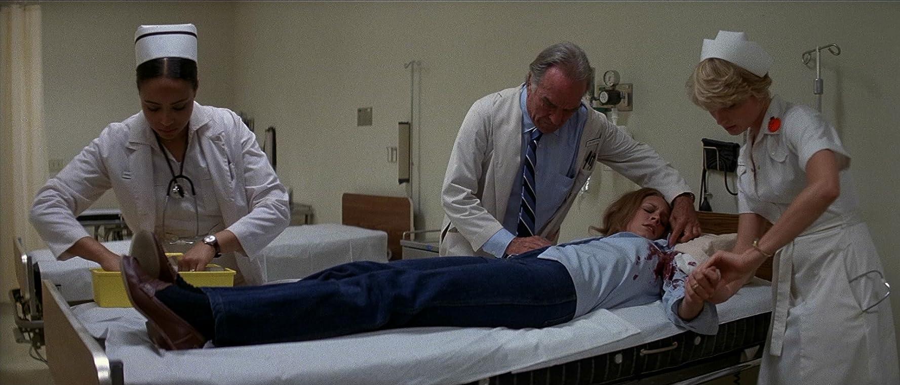 Jamie Lee Curtis, Gloria Gifford, Tawny Moyer, and Ford Rainey in Halloween II (1981)