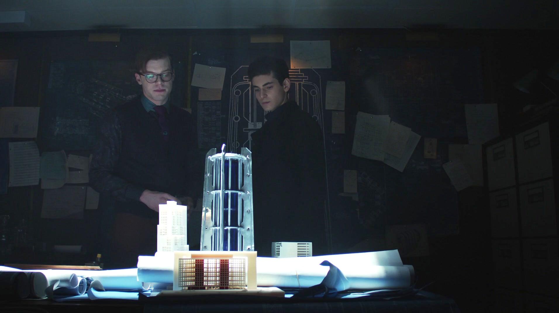 Cameron Monaghan and David Mazouz in Gotham (2014)