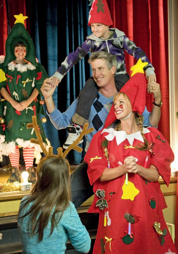 lauren holly rick roberts and azer greco in the town christmas forgot 2010 - The Town Christmas Forgot