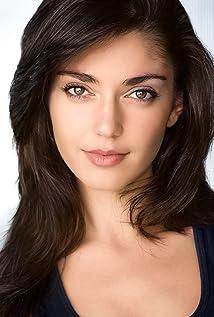 Emilia Ares Picture
