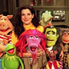 Sandra Bullock, Kevin Clash, The Great Gonzo, Rizzo The Rat, and Kermit the Frog in Muppets Tonight (1996)