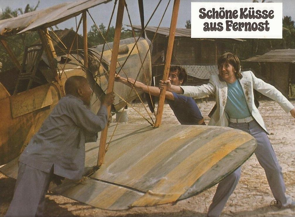 Gérard Rinaldi and Jean Sarrus in Bons baisers de Hong-Kong (1975)