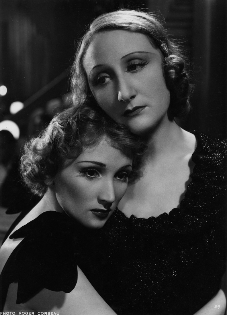 Jany Holt and Margo Lion in L'alibi (1937)