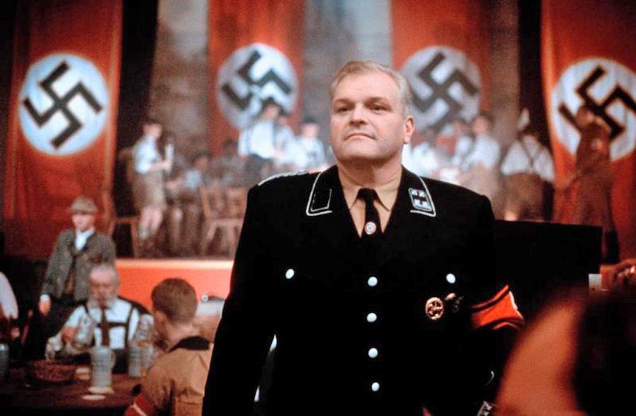 Brian Dennehy in Georg Elser - Einer aus Deutschland (1989)