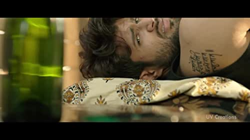 Taxiwala is a Telugu movie starring Vijay Deverakonda and Priyanka Jawalkar in prominent roles. It is a drama directed by Rahul Sankrityayan.