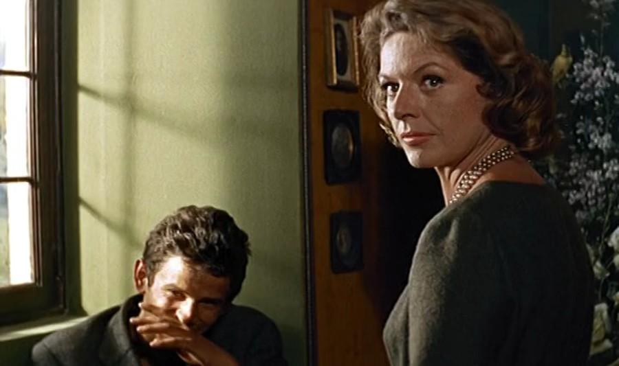 Madeleine Robinson and László Szabó in À double tour (1959)